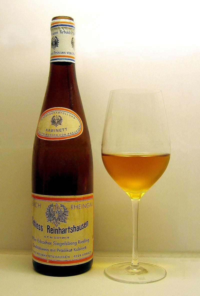 Amber χρώμα σε ένα παλιό γερμανικό Riesling μετά από άνοιγμα φιάλης 32 χρόνων.